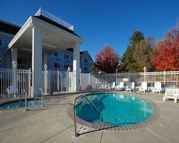 The Paradise Lodge - Paradise, CA 95969 - Outdoor Pool