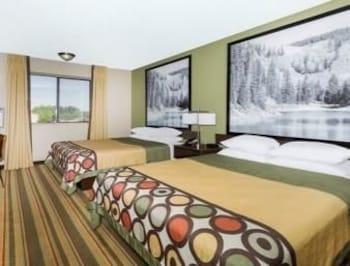 Super 8 Montrose CO. - Montrose, CO 81401 - Guestroom
