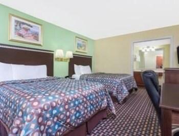 Howard Johnson Express Inn Gainesville FL - Gainesville, FL 32608 - Guestroom
