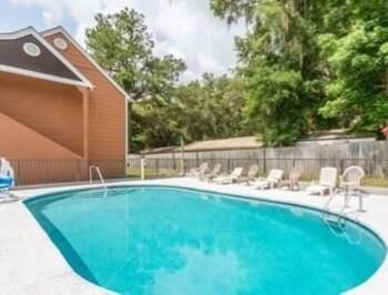 Howard Johnson Express Inn Gainesville FL - Gainesville, FL 32608 - Pool