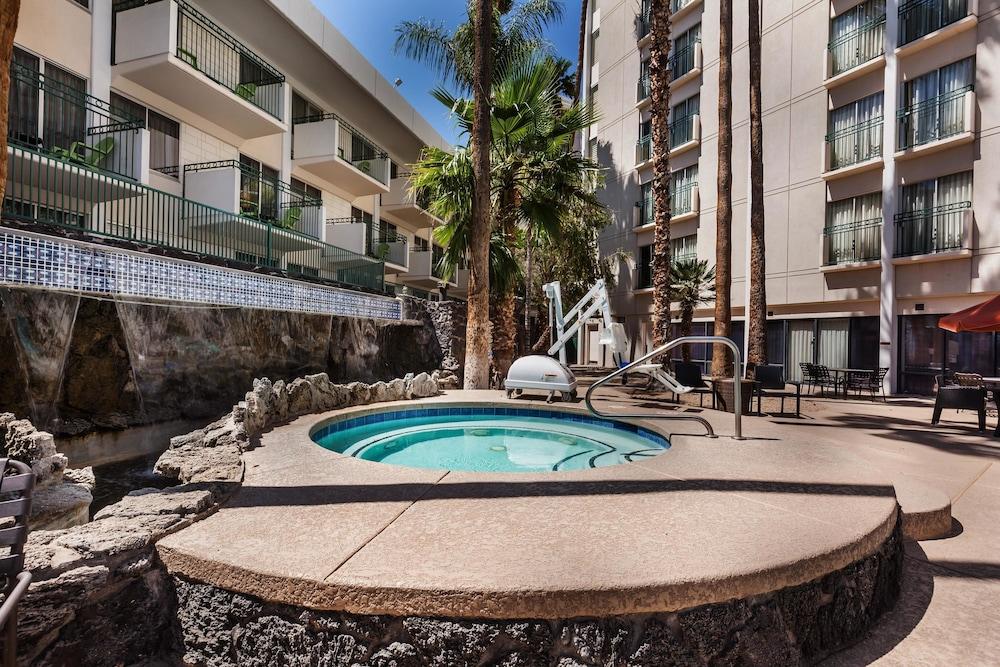 Hilton Garden Inn Phoenix Midtown Phoenix Az 4000 North Central 85012