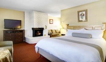 Svendsgaard's Inn - Carmel, CA 93921 - Guestroom