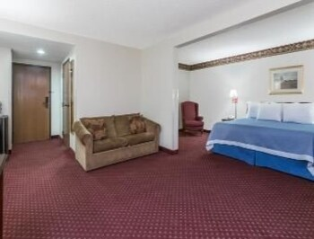 Days Inn and Suites, Jesup GA - Jesup, GA 31546 - Guestroom