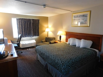 Days Inn West Branch Iowa City Area - West Branch, IA 52358 - Guestroom