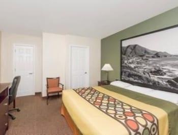 Super 8 Monterey - Monterey, CA 93940 - Guestroom