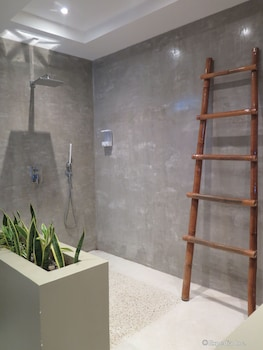 Villa Kasadya Bohol Bathroom Shower