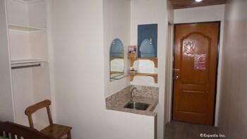 Rooms 498 Mandaluyong In-Room Amenity