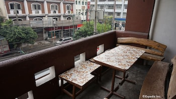 Rooms 498 Mandaluyong Terrace/Patio