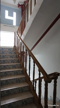 Rooms 498 Mandaluyong Staircase
