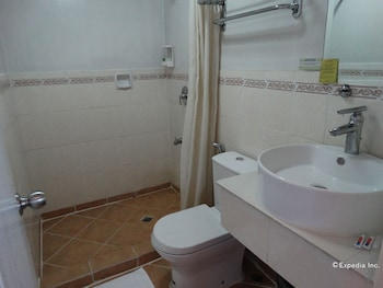 Corporate Inn Hotel Manila Bathroom