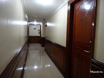 Corporate Inn Hotel Manila Hallway
