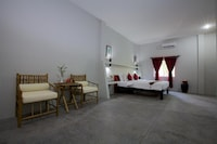 Deluxe Family Room (Free Pick up 1 way only)