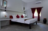 Deluxe Double Room (Free Pick up 1 way only)