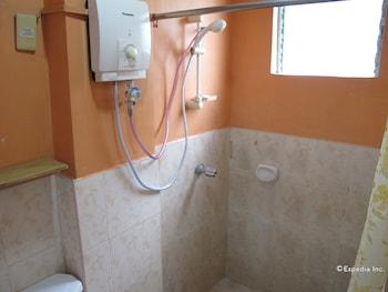 Lylie Hotel Cebu Bathroom