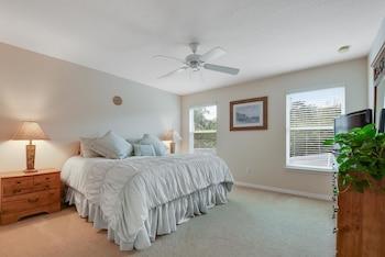 Amazing Vacation Homes, FL. Inc. - Kissimmee, FL 34746 - Guestroom