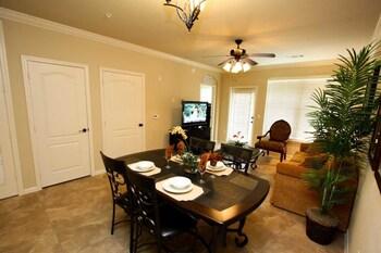 Amazing Vacation Homes, FL. Inc. - Kissimmee, FL 34746 - Living Area