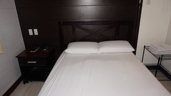 Sulit Place Quezon City Guestroom