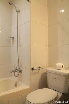Taft Tower Hotel Manila Bathroom