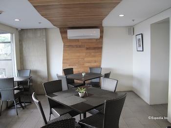 Cebu R Hotel - Mabolo Branch Restaurant