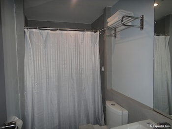 Cebu R Hotel - Mabolo Branch Bathroom