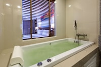 Family Jacuzzi Deluxe Sea View