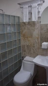 Score Birds Hotel Pampanga Bathroom