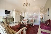 Mary Rose Luxury Room