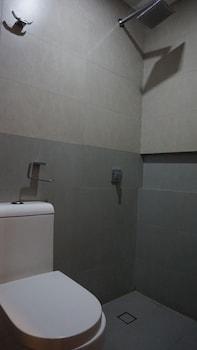 Mchotel Quezon City Bathroom Shower