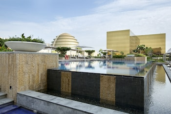 Nobu Hotel Manila Outdoor Pool