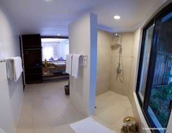 Amun Ini Beach Resort & Spa Bohol Bathroom