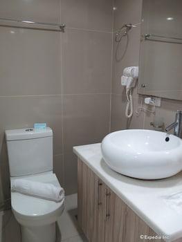Alicia Apartelle Cebu Bathroom