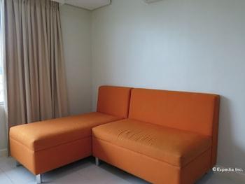 Alicia Apartelle Cebu Living Area
