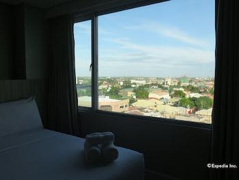 Alicia Apartelle Cebu Guestroom View