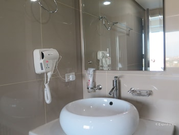Alicia Apartelle Cebu Bathroom Sink