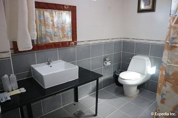 Bolabog Beach Resort Boracay Bathroom