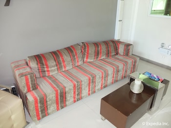 Klm Condotel Angeles Living Room