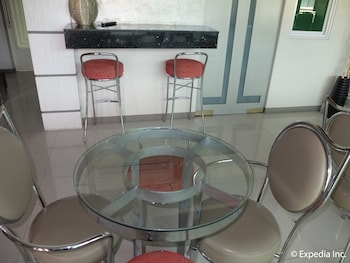 Klm Condotel Angeles In-Room Dining