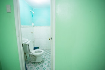 GV Hotel Dipolog Bathroom