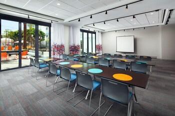 Aloft El Segundo - Los Angeles Airport - El Segundo, CA 90245 - Meeting Facility