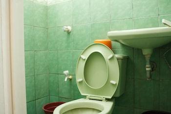 GV Hotel Baybay Leyte Bathroom