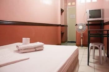 GV Hotel Baybay Leyte Guestroom