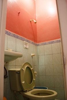 GV Hotel Maasin Bathroom