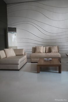 F1 Suites At Fort Palm Spring Taguig Lobby Sitting Area