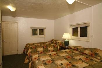 Indian Flat RV Park - Tent Cabins - El Portal, CA 95318 - Guestroom