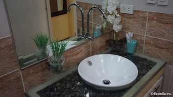 Manila Bay Serviced Apartments Bathroom Sink