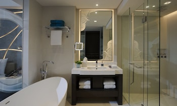 The Lind Boracay Bathroom