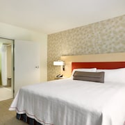 塔斯卡盧薩市中心大學大道希爾頓惠庭飯店