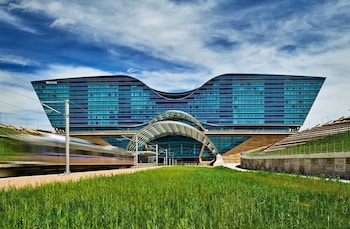 The Westin Denver International Airport 18 9 Miles From Pepsi Center