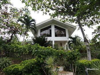Bunzie's Cove Cebu Hotel Front