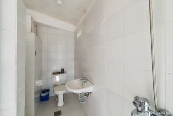 Bunzie's Cove Cebu Bathroom